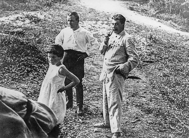 Иосиф Сталин, Сергей Киров и дочь Сталина Светлана Аллилуева. 1930-е годы.