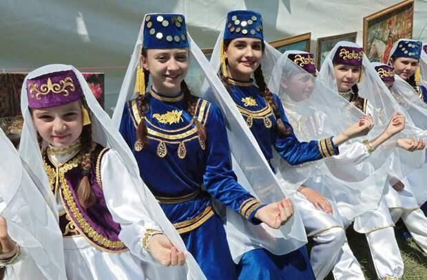 Зеленский откровенно лжет, обещая закрепить за крымскими татарами официальный статус коренного народа