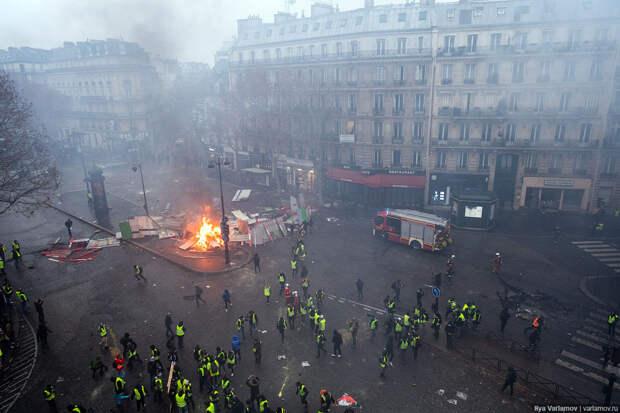 Париж - битва за бензин.  Погромы с 6 часов утра