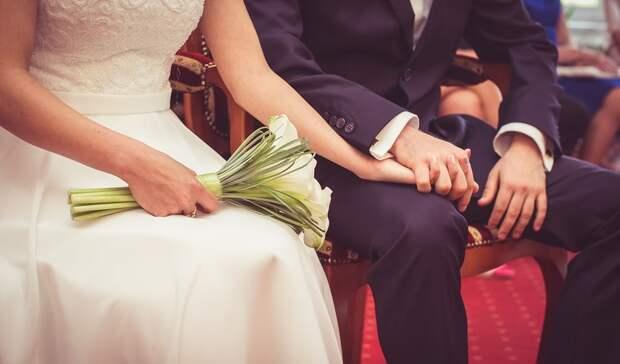 Российским семьям рассказали о выплатах за долгий брак