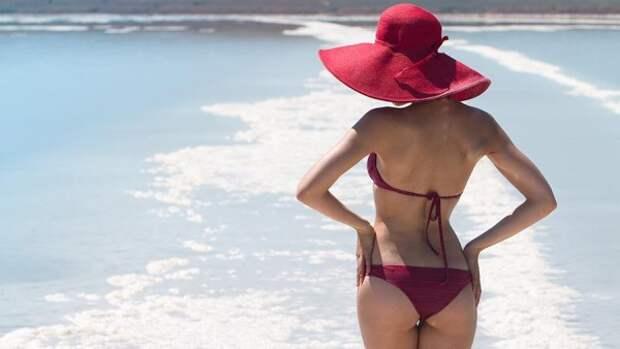 Скандал с обнажёнкой: учительницы массово выкладывают свои снимки в купальниках (ФОТО)