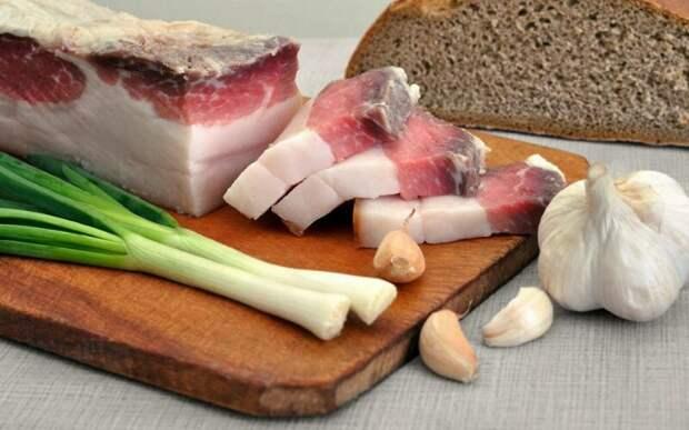 В сале содержится убойная доза холестерина.  польза, сало, традиции питания
