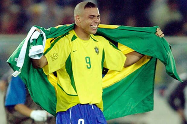 Звезда футбола Роналдо извинился за дурацкую прическу