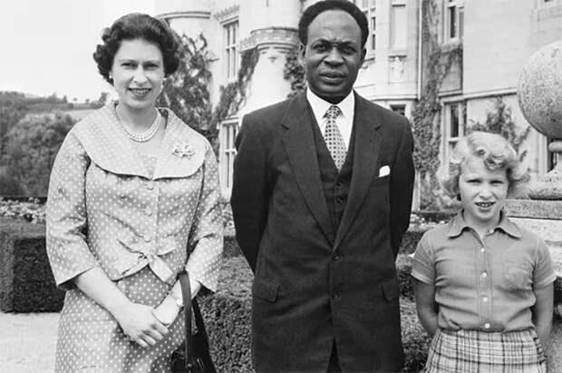 Королева Елизавета II с дочерью принцессой Анной и премьер-министром Ганы