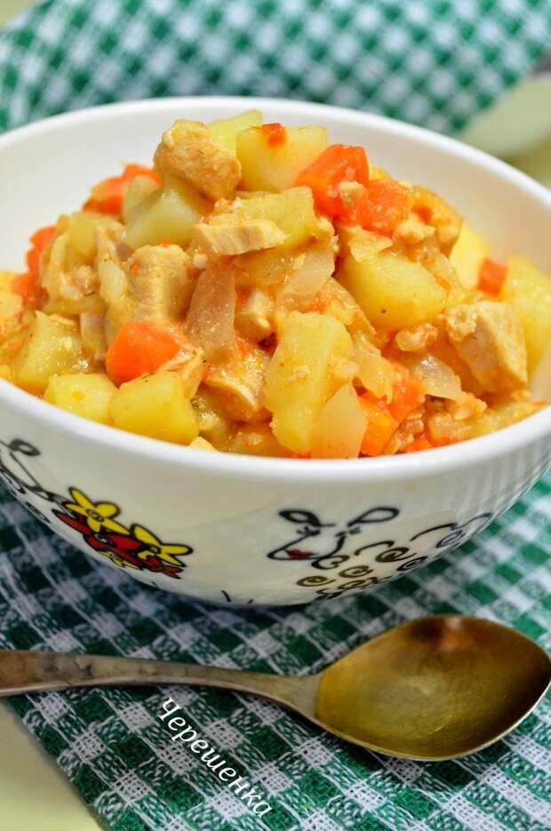 Картофель, тушеный в мультиварке с курицей и овощами