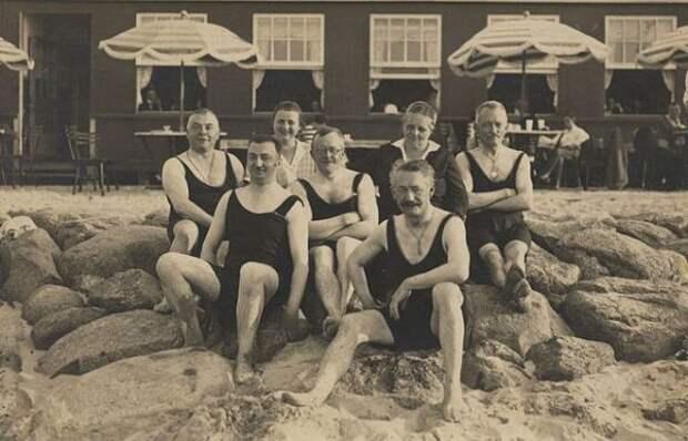 От кринолина до бикини. История купальника в фотографиях