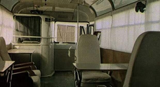 Кадр из кинохроники с исходным видом интерьера ''космического'' ЛАЗ-695Б ЛАЗ, авто, автобус, автомир, гагарин, космодром, лаз-695б, юрий гагарин