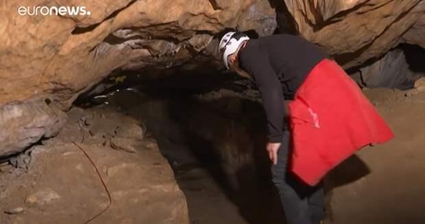 14 французов засядут в темной пещере ради эксперимента