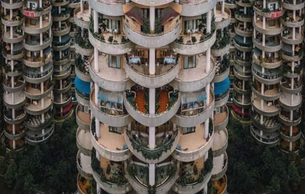 11 фото зданий, в существование которых сложно поверить