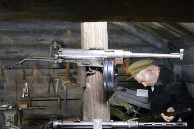 Пистолет-пулемет В. Н. Долганова был не очень технологичным, но компактным.