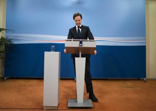 Правительство Нидерландов ушло в отставку из-за скандала с детскими пособиями