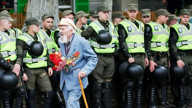 В Киеве заявили о вытеснении памяти о ветеранах ВОВ «новыми героями»