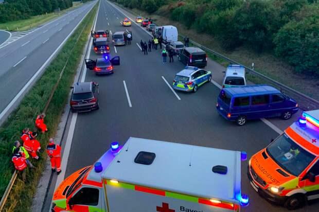 Вооруженный человек взял в заложники троих пассажиров автобуса в Германии