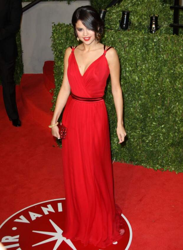 Selena Gomez red dress