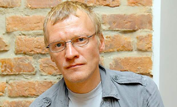 Вот кто из российских знаменитостей обосновался за бугром, но продолжает зарабатывать на родине.