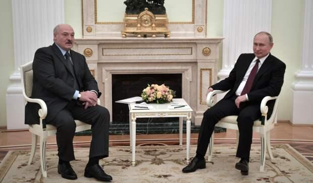 """Путин поставил переговоры с Лукашенко """"на паузу"""" из-за невыполненных обязательств – обозреватель Удафович"""