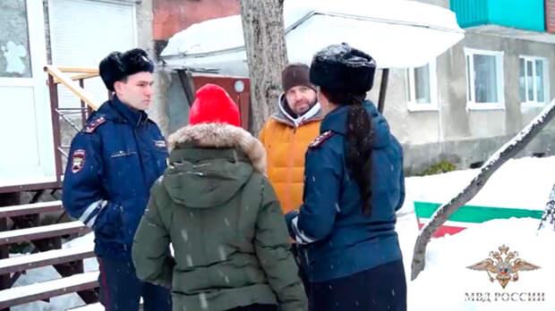 Во время пожара в Камчатском общежитии полицейские спасли людей