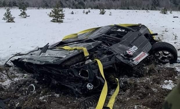 В Карелии двое москвичей сбросили с вертолёта автомобиль за один миллион рублей
