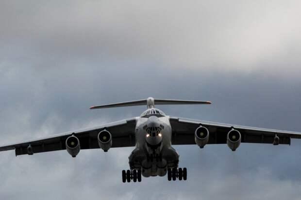 Видео: летчики Балтфлота провели дозаправку в небе над Калининградом