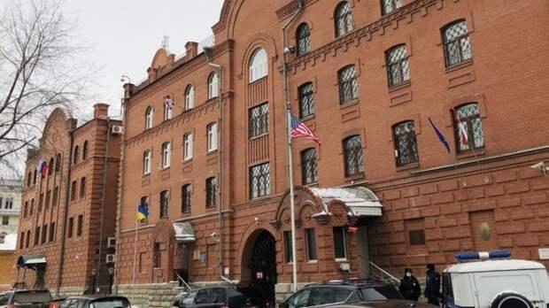 Госдеп надеется на возобновление работы американских консульств по всей России