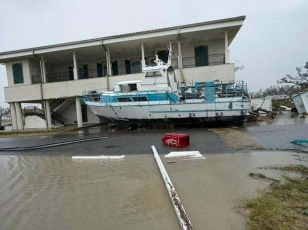 """В США от урагана """"Лаура"""" погибли уже 14 человек"""