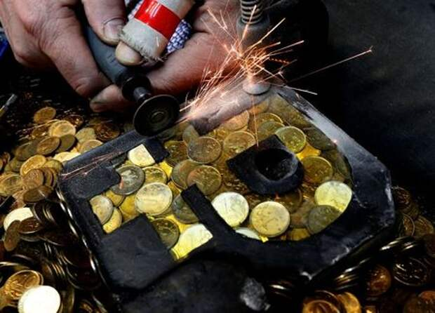 """Russian artist Vasily Slonov works on his artwork """"Rouble Saving Project"""", which depicts the sign of the Russian rouble, at a workshop in Krasnoyarsk, Russia in this picture illustration taken January 10, 2019. REUTERS/Ilya Naymushin/Illustration"""