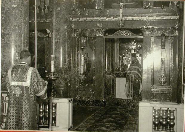 47. Священнослужители в церкви Рождества Иоанна Предтечи при Пажеском Его Величества корпусе