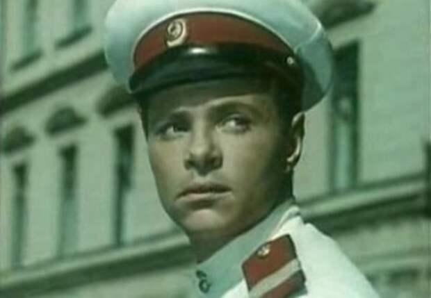 Кадр из фильма *Улица полна неожиданностей*, 1957   Фото: kino-teatr.ru