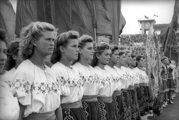 Советская жизнь в фотографиях легендарного корреспондента ТАСС Евзерихина