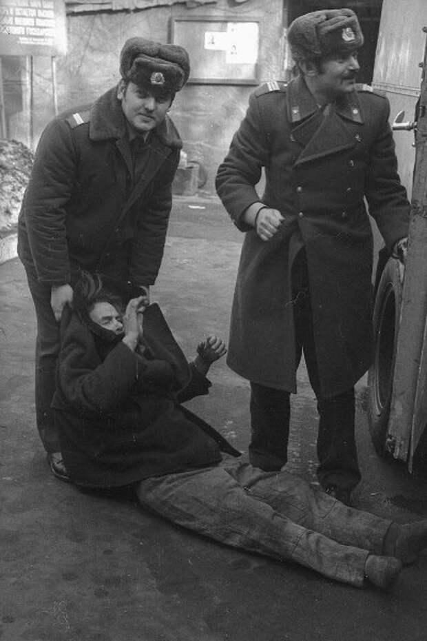 Доставка в вытрезвитель Виктор Ершов, 1970 - 1973 год, МАММ/МДФ.