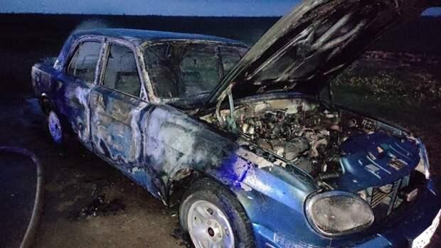 «Волга» прямо на ходу загорелась в крымском поселке