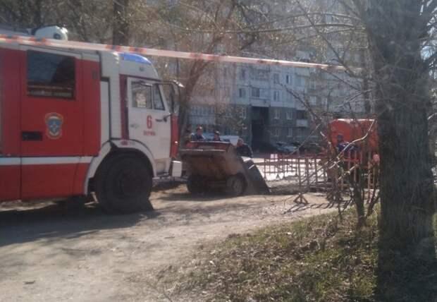 В Перми машина провалилась в лужу (ФОТО)