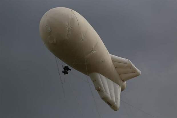 Этот пухляш летает по Подмосковью и палит нарушителей самоизоляции