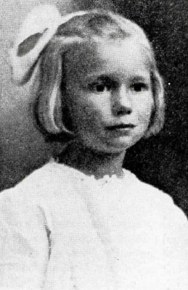 Шарлотта Мэй Персторф - самая знаменитая девочка, которую переслали по почте. | Фото: vintag.es.