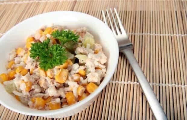 Салат с консервированным тунцом: вкусный салатик как для праздничного, так и для повседневного стола 2