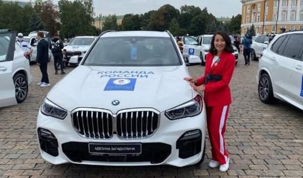 Фехтовальщикам из Башкирии вручили автомобили за олимпийские медали