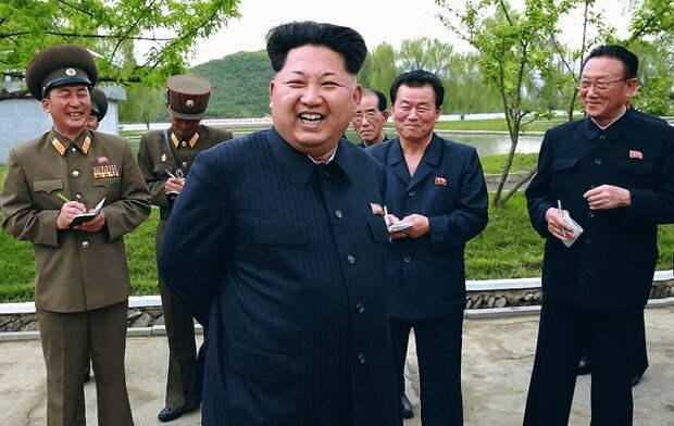 Лидер КНДР Ким Чен Ын и его окружение / Источник: bbc.com