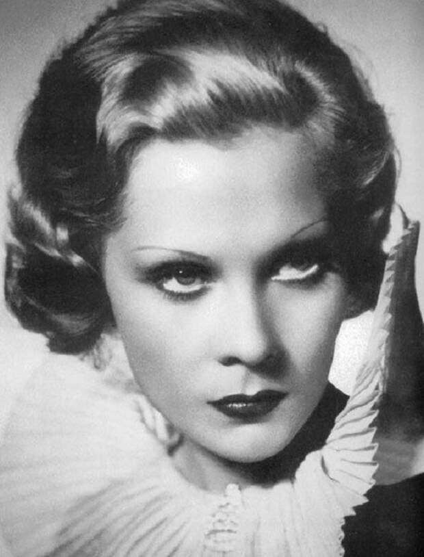 Первая русская красавица, которая прошла путь от манекена до кинодивы Голливуда. Палей в Европе и Америке вела образ жизни светской львицы. Она не раз появлялась на обложке Vogue, ее именем названы духи фирмы Лелонг.