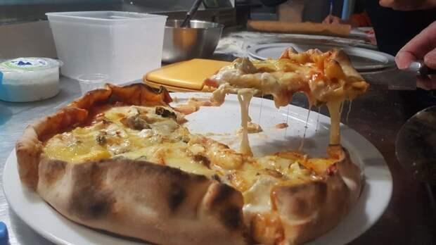 Французы сделали пиццу с 257 разными сырами