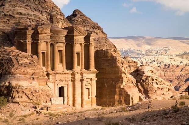 Археологи обнаружили неизвестное ранее древнее сооружение в Иордании благодаря спутниковым снимкам и дронам