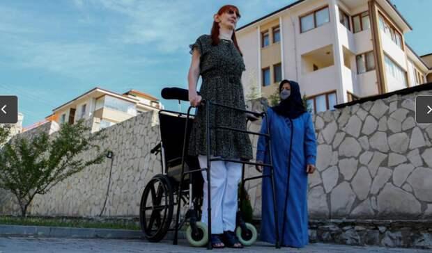 24-летнюю турчанку признали самой высокой женщиной в мире