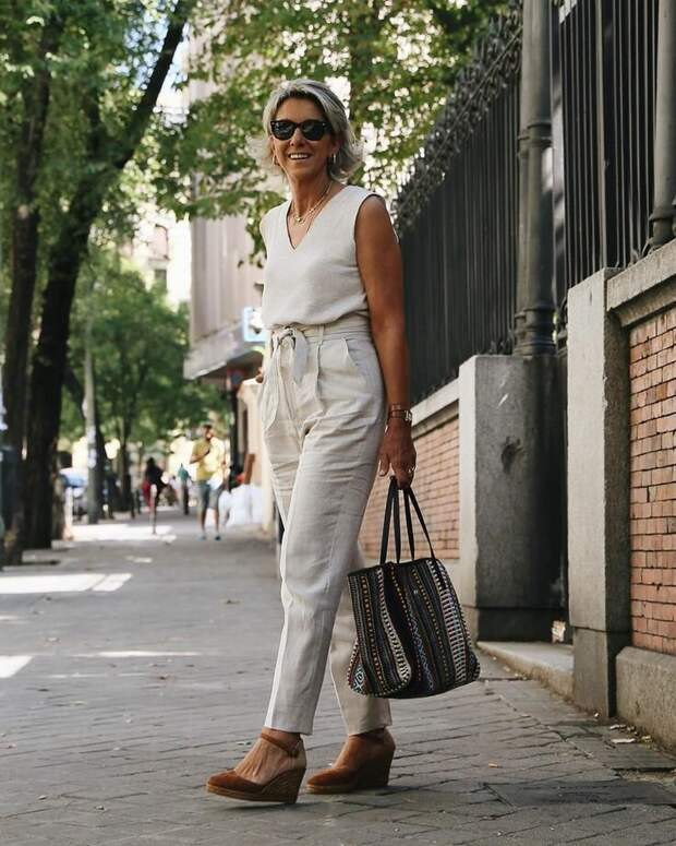 Современные образы в одежде изо льна для женщин 50+. Это просто стоит увидеть