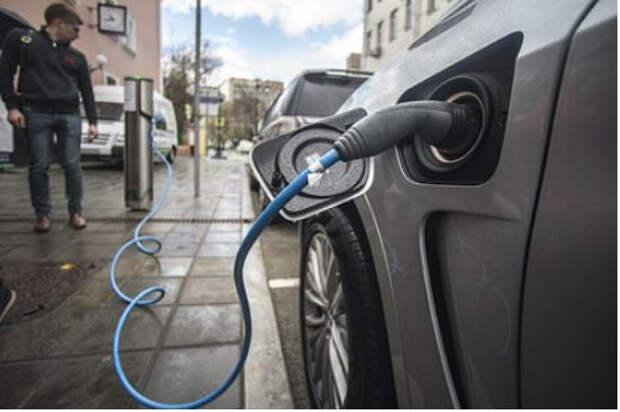 Россиянам начали выдавать льготные кредиты на электромобили