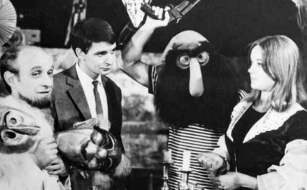 Савва Хашимов и Маргарита Терехова на съемках фильма *Бегущая по волнам*, 1967 | Фото: uznayvse.ru
