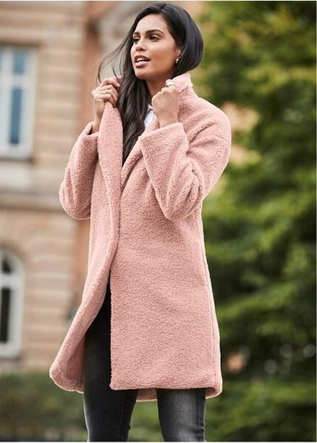 Будьте современной и стильной. Модные пальто и куртки из плюша для женщин 45+