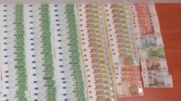 Ваэропорту Ростова задержали пассажира скрупной контрабандой евро