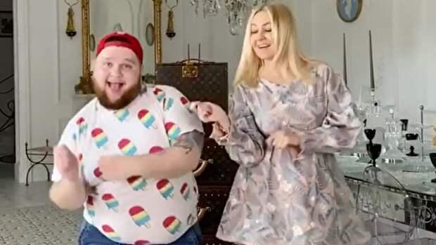 Рудковская и Пухляш изобразили Барби и Кена на новом видео