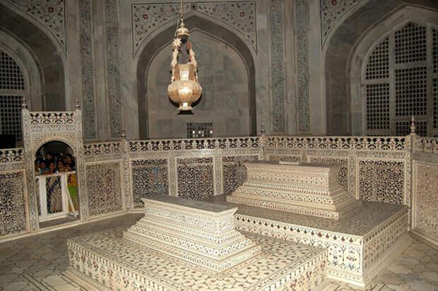 Тадж-Махал принадлежит к объектам Всемирного наследия ЮНЕСКО.