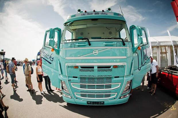 Шикарный тюнинг Volvo FH540 к 30-летнему юбилею компании