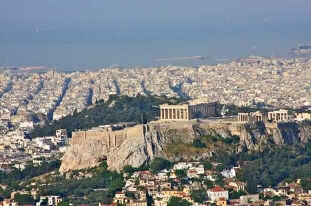 В Греции Александр Солоник поселился в южном пригороде Афин. Вид Афин. wikimedia